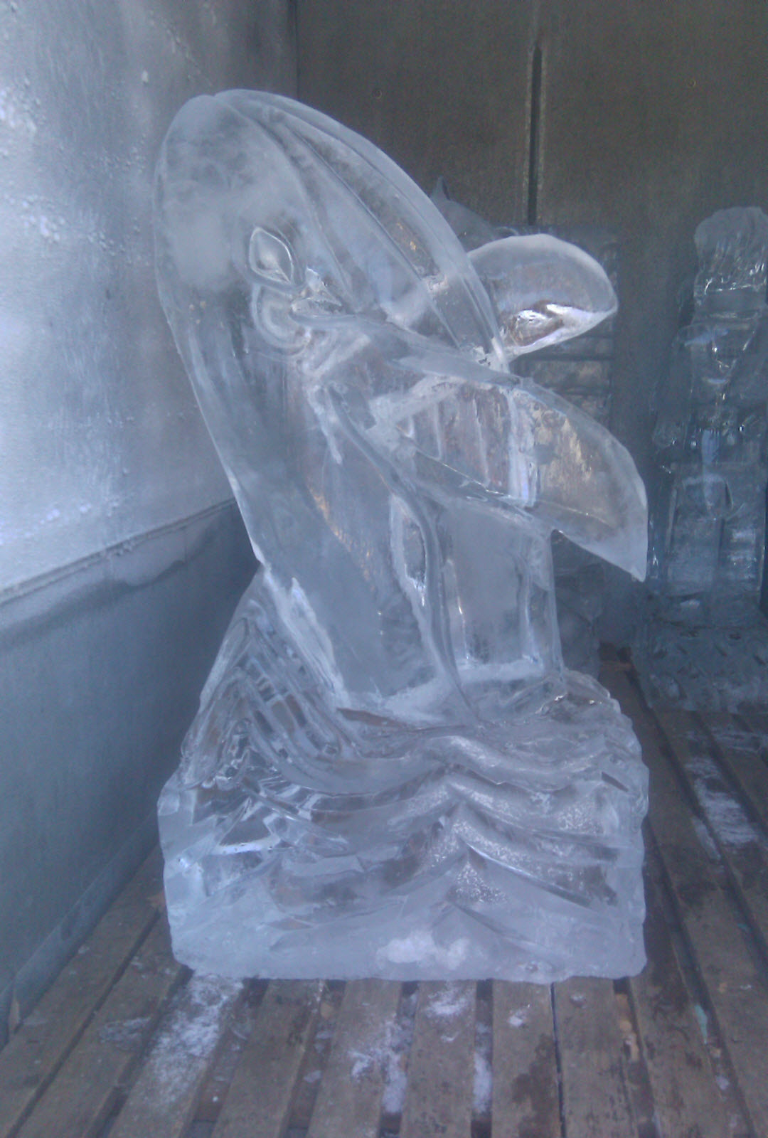 muzzy ice service   ice carvings for